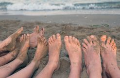 10 футов семьи морем на пляже в лете Стоковое фото RF