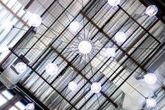 Футуристическая голубая люстра электрической лампочки Стоковые Изображения RF