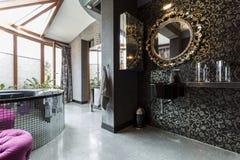 Футуристическая темная ванная комната с ванной Стоковое Изображение