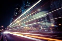 Футуристический взгляд городского пейзажа ночи Hong Kong стоковая фотография rf