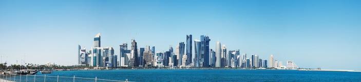 Футуристический горизонт Дохи в Катаре Стоковые Фото