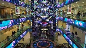 Футуристический дизайн предсердия в торговом центре Evropeisky сток-видео
