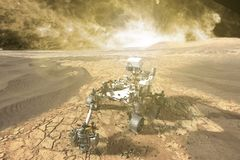 Футуристический повреждает vasts вездехода исследуя красной планеты f стоковые фото