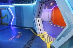 Футуристический терминальный интерьер космической станции стоковые изображения
