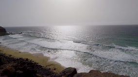 Фуэртевентура, Канарские острова, пляж черного вулканического камня видеоматериал