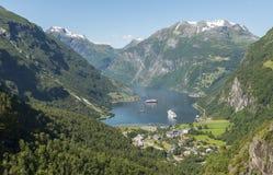 Фьорд Норвегия geiranger располагаться лагерем и круиза Стоковые Изображения