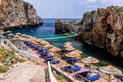 Фьорд пиратов назвал Kalypso в острове Крита, Греции стоковое изображение