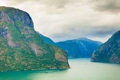 Фьорд Aurland от точки зрения Stegastein, Норвегии Стоковые Фотографии RF