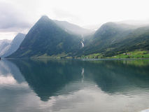 Фьорд и горы Норвегия Стоковые Изображения RF