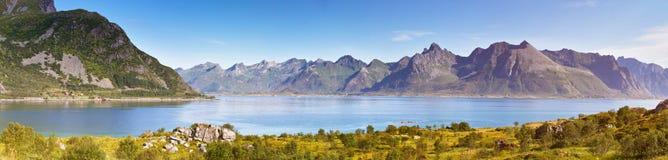 фьорд Норвегия Солнечная панорама ландшафта лета Стоковое Фото