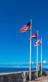 3 флага летая от Castillo de San Cristobal Стоковые Фотографии RF