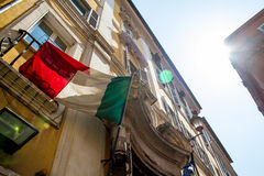 Флаги итальянки на веревке для белья Стоковое Изображение RF