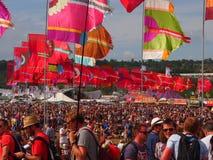 Флаги и толпа музыкального фестиваля Стоковое Изображение RF