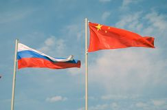 Флаги России и Китая Стоковые Изображения