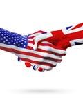 Флаги страны Соединенных Штатов, Великобритании, рукопожатие партнерства Стоковые Изображения