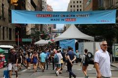 флаги феиэрверков дня Бастилии предпосылки праздничные Стоковая Фотография