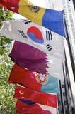 Флаги центра Рокефеллер стоковые фотографии rf