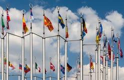 Флагштоки на предпосылке голубого неба Стоковое Изображение