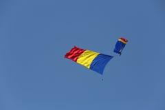 Флаг авиасалона румынский в воздухе Стоковое Изображение