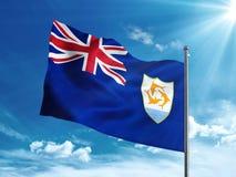 Флаг Ангильи развевая в голубом небе Стоковое Фото