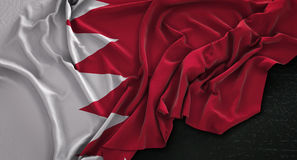 Флаг Бахрейна сморщил на темной предпосылке 3D представляет Стоковое фото RF