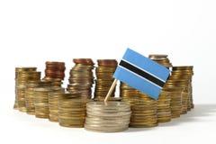 Флаг Ботсваны с стогом монеток денег Стоковое фото RF