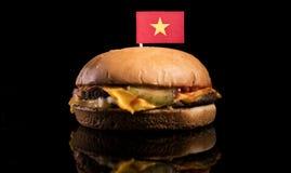 Флаг вьетнамца na górze гамбургера на черноте стоковая фотография rf
