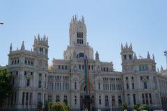 Флаг гей-парада на здание муниципалитете Мадрида Стоковое Изображение