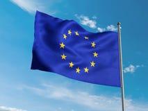 Флаг Европейского союза развевая в голубом небе Стоковое Изображение RF