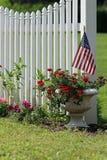Флаг и цветки Стоковые Фото