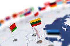 Флаг Литвы в фокусе Карта Европы с флагами стран Стоковые Фотографии RF