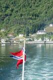Флаг Норвегии и Geirangerfjord, Норвегия Стоковое Изображение RF