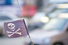 Флаг пирата на антенне автомобиля Стоковые Фотографии RF