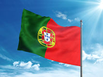Флаг Португалии развевая в голубом небе Стоковое фото RF