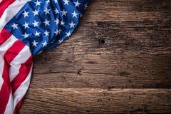 флаг США американский флаг Американский флаг свободно лежа на деревянной доске Съемка студии конца-вверх фото тонизировало Стоковые Фотографии RF