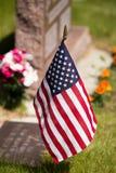 Флаг США в кладбище Стоковые Изображения