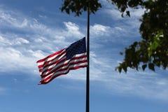 Флаг США на полу-рангоуте - Нью-Йорке Стоковые Фотографии RF