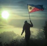 Флаг Филиппин над ciremai горы Стоковое Изображение RF