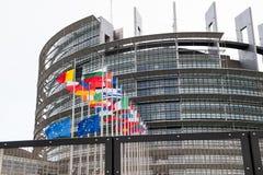 Флаг флагов и Франции Европейского союза летает на полу-рангоут Стоковая Фотография