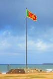 Флаг Шри-Ланки порхая стоковая фотография