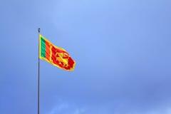 Флаг Шри-Ланки порхая стоковое фото rf