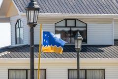 Флаг Magallanes зоны Magallanes & чилиец Антарктика - Puerto Natales, Патагония, Чили Стоковые Изображения RF