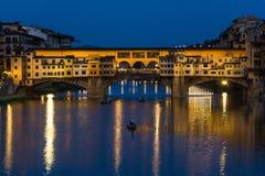 Флоренс, Ponte Vecchio, голубой час Стоковое Фото