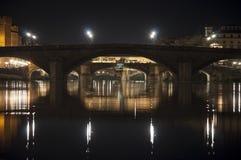 Флорентийские мосты к ноча с отражением светов Стоковая Фотография RF
