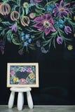 Флористическая картина на стене мела Стоковая Фотография