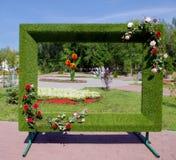 Флористическая рамка для фото в парке города стоковая фотография rf