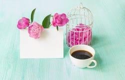Флористический букет с розовыми пионами Стоковое фото RF