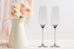 Флористический модель-макет - 2 пустых стекла шампанского Стоковое Изображение RF
