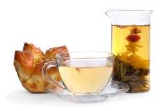 Флористический чай и плюшка Стоковые Фото