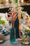 Флористический Centerpiece свадьбы вазы Стоковые Фотографии RF